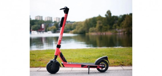 Bonus miles for e-mobility: Voi presents the world's first e-scooter credit card
